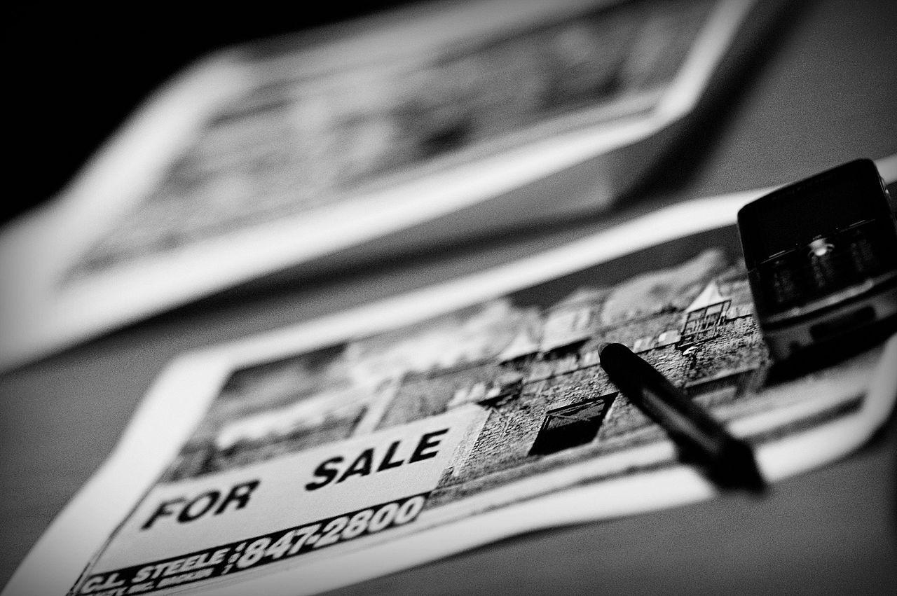 A publicidade online ocorre a partir da coleta e tratamento de um grande volume de dados pessoais - e a venda de anúncios na Internet sustenta a gratuidade dos serviços. Imagem: Khantipol / Licença: CC-BY 2.0