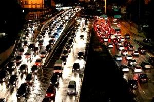 Dentre as novas regras propostas, está o incentivo ao compartilhamento de rotas e veículos