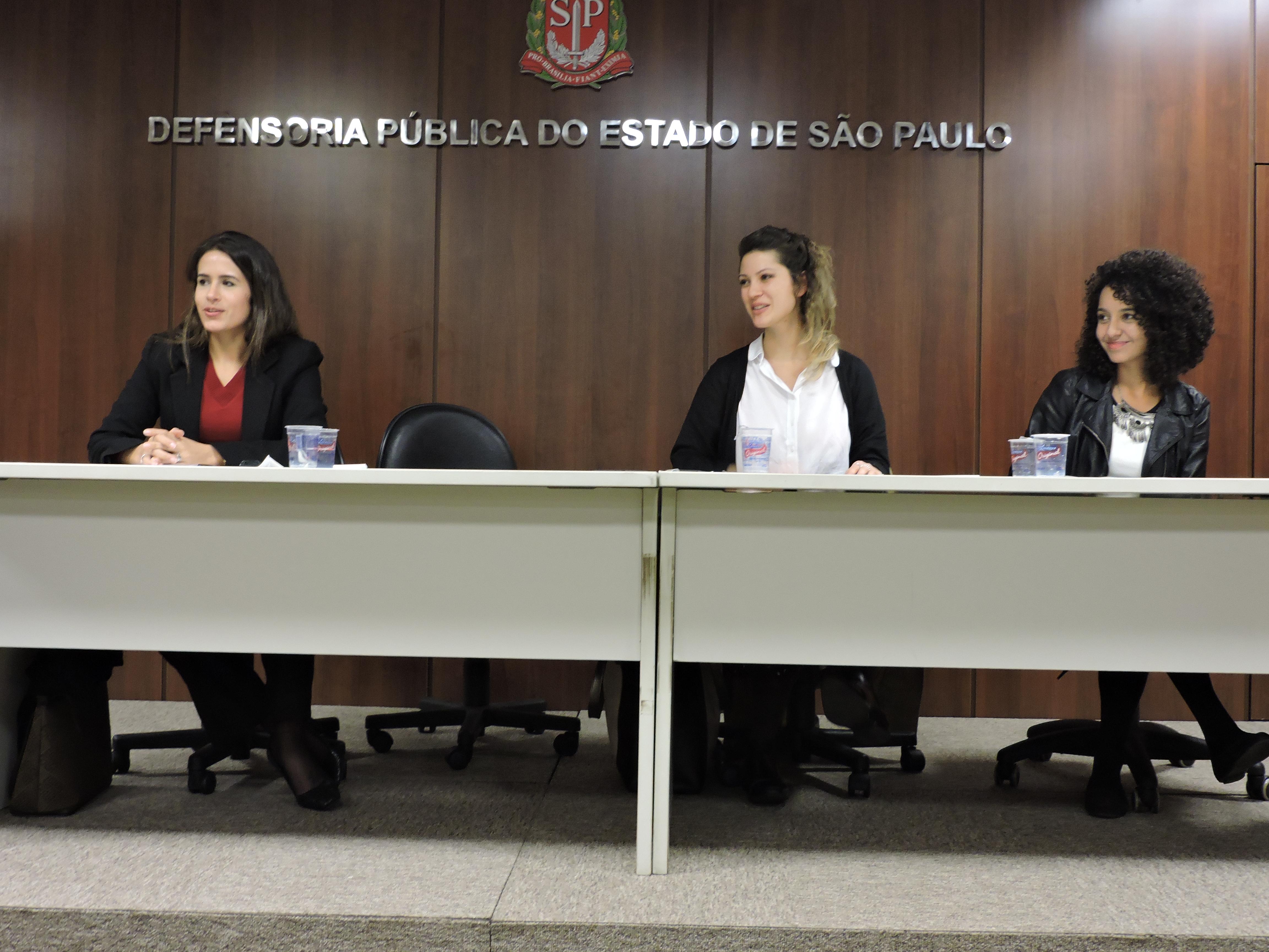 Gisele, Mariana e Natália: pesquisadoras durante evento da Defensoria Pública (Foto: Beatriz Accioly)